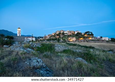 nightscape ofthe village of Sant Antonino in Corsica Photo stock ©