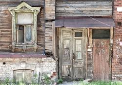 Nizhny Novgorod dilapidated wooden residential building (one window)