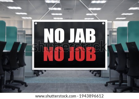 No Jab No Job Sign at an office place. Vaccination requirement for employment at work or physical location. Foto stock ©