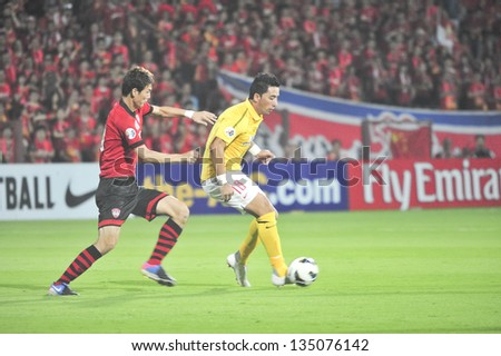 NONTHABURI, THAILAND- APRIL 9 : Lucas Barrios (Y) in action during AFC Champions  League 2013 Between Muangthong Utd (R) VS Guangzhou Evergrande (Y) on April 9, 2013 at SCG Stadium, Bangkok,Thailand
