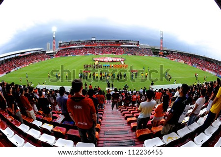 NONTHABURI THAILAND-AUGUST8:Unidentified SCG MuangThong utd.supporters during Thai Premier League between SCG Muangthong utd.and Buriram utd. on August 8,2012 in Nonthaburi,Thailand
