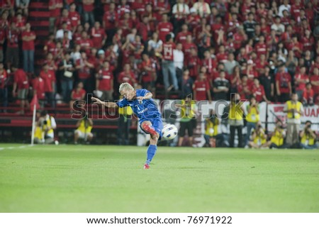NONTHABURI THAILAND- MAY 10 : A.Khamarudin (blue) in action during the AFC CUP Group G between Muang Thong UTD vs Tampines Rovers Fc on May 10, 2011 at Yamaha Stadium in Nonthaburi, Thailand