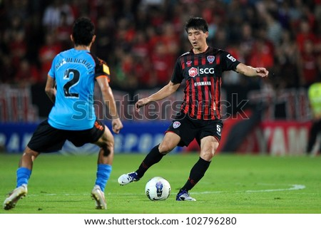 NONTHABURI THAILAND-MAY 17:Ri Kwang-Chon (red) of SCG Muangthong Utd.in action during Thai Premier League between SCG Muangthong Utd.and Army United FC.on May17,2012 in Nonthaburi,Thailand