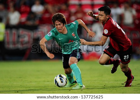 NONTHABURI,THAILAND-MAY 01:Shinya Yajima #29 (L) of Urawa Red Diamonds in action during the AFC Champions League between Muangthong Utd.and Urawa Red Diamonds at SCG stadium on May 1,2013 in,Thailand.