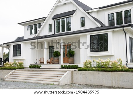 North American modern Belgian-style farmhouse Foto stock ©