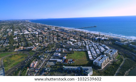 North county San Diego Oceanside pier and surrounding suburbs, business, parks, and highways, with views of Carlsbad and the Pacific Ocean. Stock fotó ©