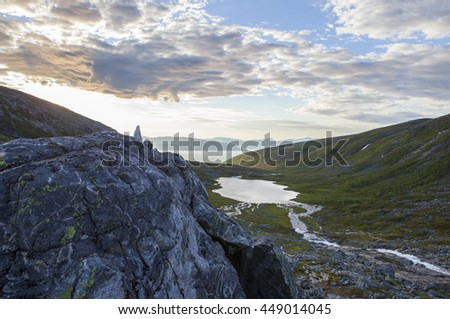 Norwegian mountains river on the midnight sun. Northern Norway.Tromso. Imagine de stoc ©