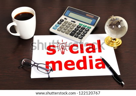 Note social media on table businessman