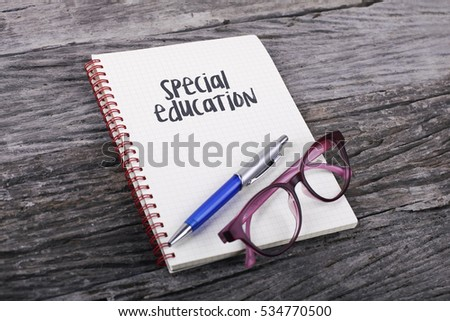 Note with Special Education on the wooden background