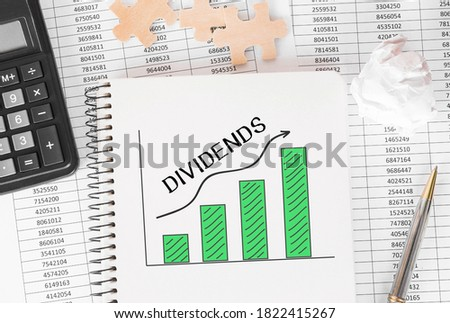 Notebook with Toolls and Notes about Dividends. Photo stock ©