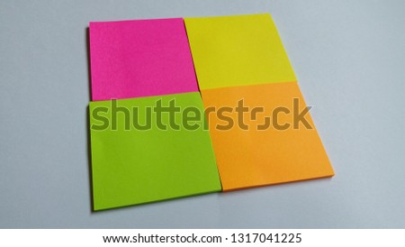 The note board with blank blue tag / The note paper Images