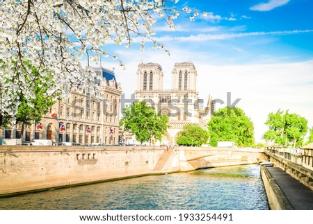 Notre Dame cathedral on Cite island over the Seine river, Paris cityscape at spring, France Stockfoto ©