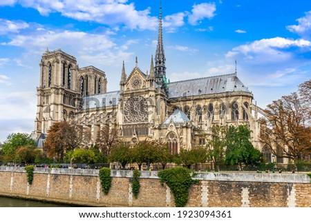 Notre Dame Cathedral on Ile de la Cite in the heart of Paris, France Stockfoto ©