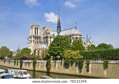 Notre Dame de Paris. View from the embankment of hay. Spring, the urban scene.