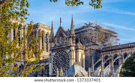 Notre Dame of Paris. On April 15, 2019, a violent fire destroyed the spire and the entire roof, the choir and the transept. in the picture, the roof and the arrow are absent. Stockfoto ©