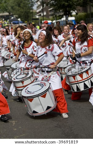NOTTING HILL, LONDON - AUG 31: Drummers from Batala Banda de Percussao at the Notting Hill carnival on August 31, 2009 in London, UK.