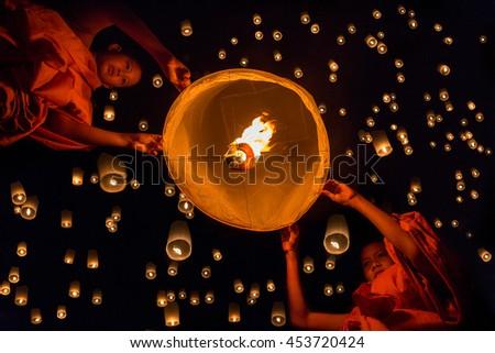 Novices lights floating lanterns made of paper