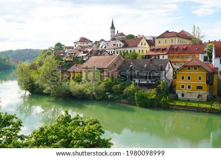 Novo Mesto old town, view from the bridge over Krka river, Novo Mesto, Dolenjska region, Slovenia. Foto stock ©