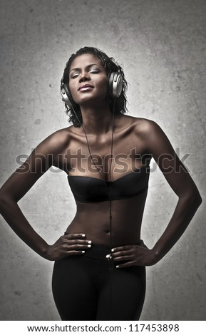 Nude black girl with a pair of headphones