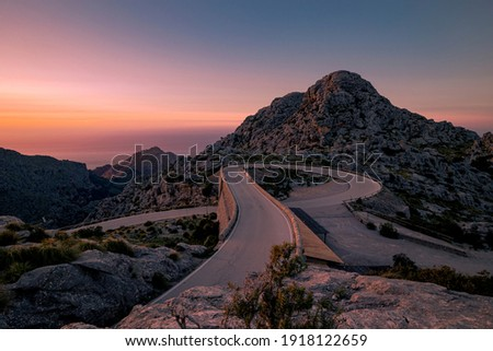Nudo de Corbata in sa calobra mountain road in majorca road Foto stock ©