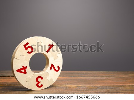 Numbered puzzle ring. Contract, agreement road map. Business planning, action plan. Priority task items. Organization and systematization, step by step instructions. Procedure, key condition. Stock photo ©