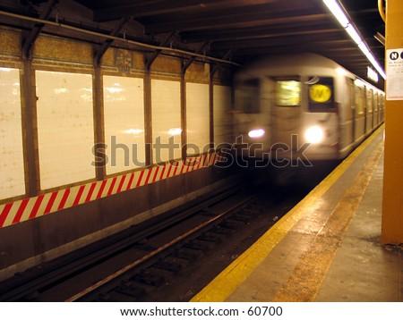 NYC MTA SUbway - W Train at CIty Hall Station