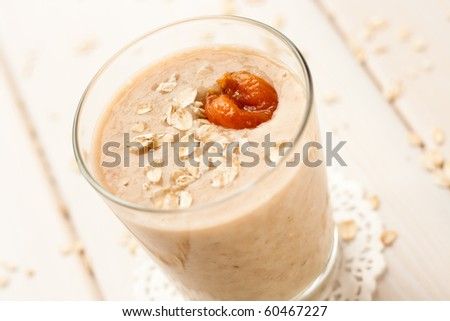 Oatmeal milkshake with bananas and dried apricots