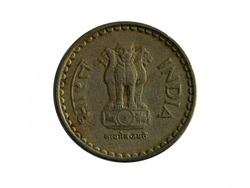 Obverse of India coin 5 rupees 2002 with English and Hindi inscription meaning INDIA.