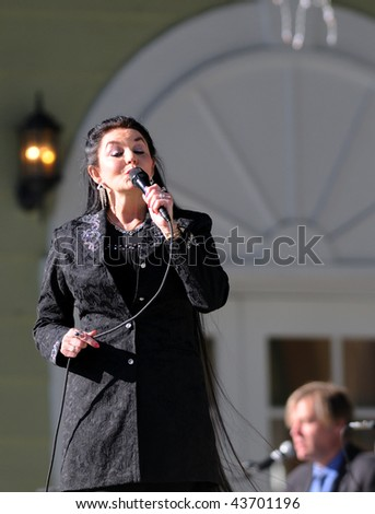 OCALA, FL - JANUARY 2: Country music star Crystal Gayle (left) onstage at Silver Springs January 2, 2010 in Ocala, Florida.