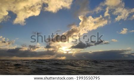 Oceano atlântico, 300 km da costa. Alto mar águas internacionais
