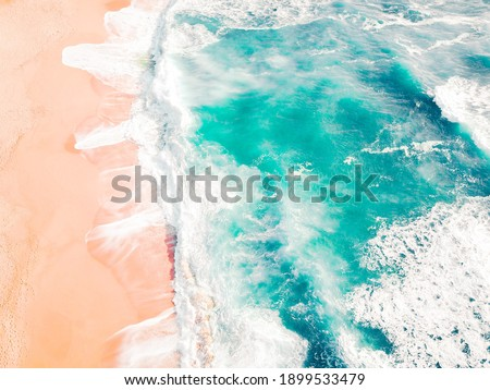 Oceanul albastru in vara calduroasa Imagine de stoc ©