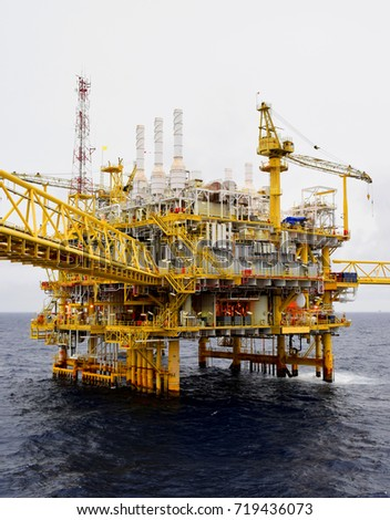 Offshore construction platform for production oil and gas,