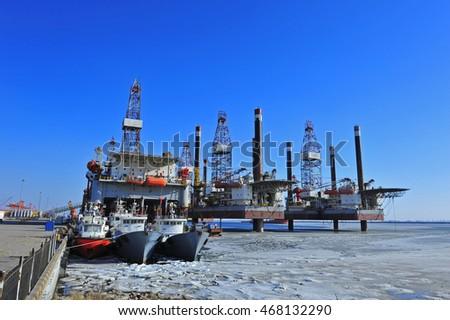 Offshore drilling platform #468132290