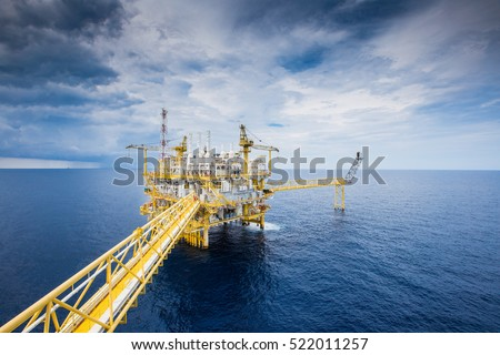Offshore oil and Gas processing platform, oil and gas industry to treat raw gases and sent to onshore refinery, petrochemical and power generation plant