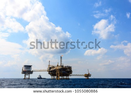 Oil and Gas central processing platform and remote platform produced natural gas and liquid condensate for set to onshore refinery #1055080886