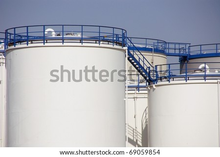 Oil containers
