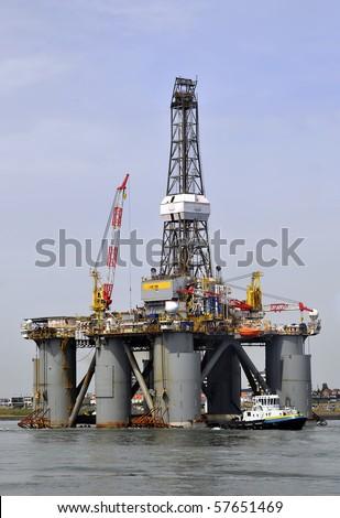 Oil drilling platform
