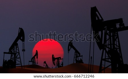 Oil pumps silhouette at  sunset Foto stock ©