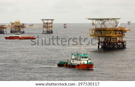 Oil rigs and transportation vessels in the South China Sea