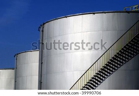 oil tank in a refinery