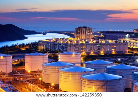Oil tank in cargo service terminal