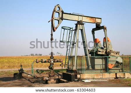 Oil wells is pumping oil and gas at the filed