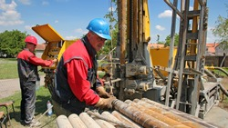 Oil Workers at Work. Oil and gas industry. Oil drilling rig workers lifting drill pipe. Power and energy.