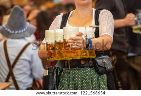 Oktoberfest, Munich, Germany. Woman waiter with traditional costume holding beers Zdjęcia stock ©