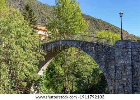 Old ancient bridge over the Deva River in the Village of Potes in the Shire of Liebana, Picos de Europa, Cantabria, Spain. Foto stock ©