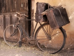 old and broken bicycle, abandoned on a facade