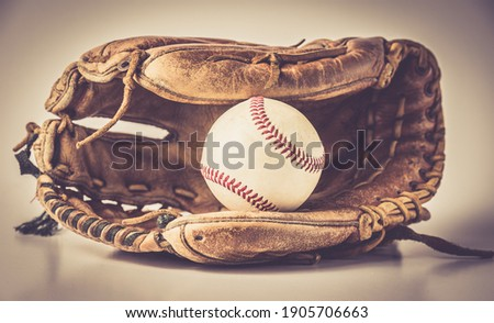 old baseball glove with ball and bat Stockfoto ©