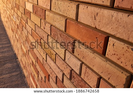 Old brick wall house texture with lights and shadows from sunlight Foto stock ©