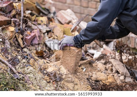 Old bricks are cleaned so that they can be used again