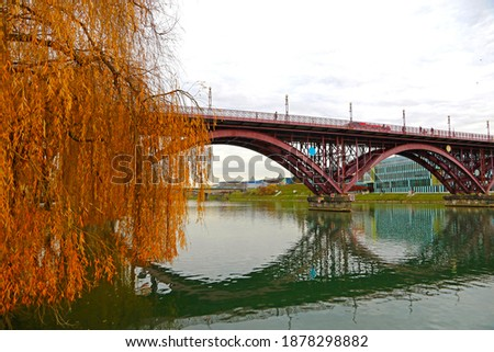 Old Bridge (Slovene: Stari most), also named Main Bridge (Glavni most) and Drava Bridge (Dravski most), is a bridge crossing the Drava River in Maribor, Slovenia Stock fotó ©